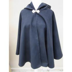 cape courte circulaire en laine avec capuche
