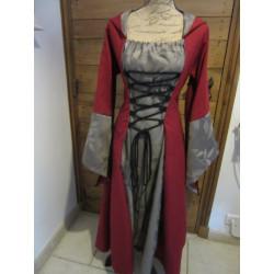 robe à capuche, laçage et larges manches