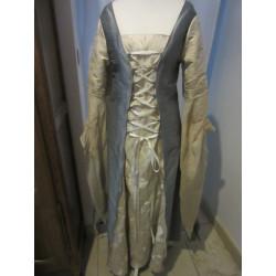 Robe couleurs elfiques à grandes manches
