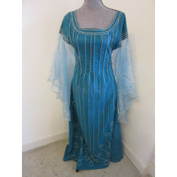 Robe d'apparat turquoise...