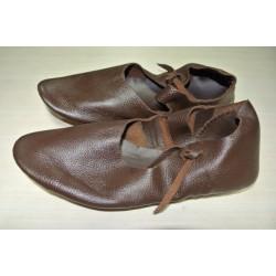 Chaussure médiévale à bride